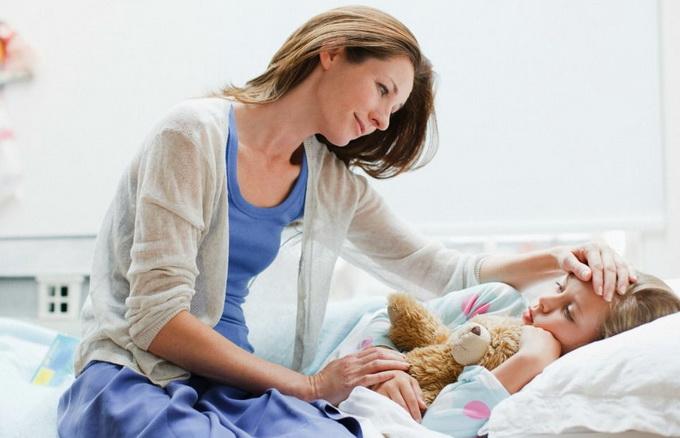 Кто может идти на больничный с ребенком
