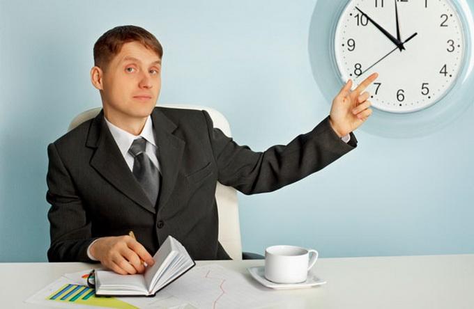 Сколько часов должен работать человек по закону