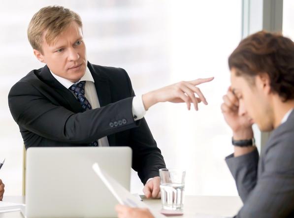 Как увольняют, когда сотрудник не хочет уходить