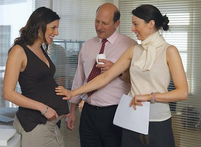 На работе узнали о беременности